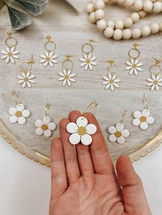 Polymer Clay Flowers, Fimo Clay, Polymer Clay Crafts, Polymer Clay Jewelry, Biscuit, Polymer Clay Embroidery, Diy Clay Earrings, Crochet Flower Tutorial, Daisy Flowers