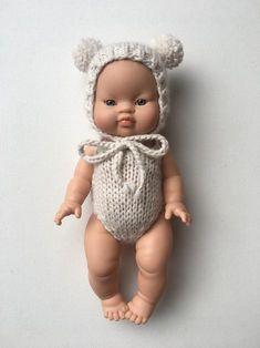 Baby Born, Handicraft, Baby Dolls, Book Art, Crochet Hats, Knitting, Armoire, Pom Poms, Felt Shoes