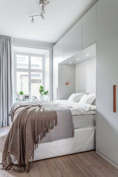 Ideal extra small bedroom ideas on this favorite site Small Bedroom Wardrobe, Small Bedroom Storage, Small Master Bedroom, Small Bedroom Designs, Cozy Bedroom, Trendy Bedroom, Bedroom Apartment, Modern Bedroom, Bedroom Decor