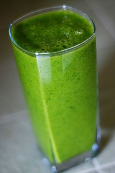 Green Smoothie: The recipe is two handfuls of baby spinach, 1 cup of chunk pineapple, 2 bananas, 1 cup of yogurt and 1 cup of filtered water. Blend well and enjoy!
