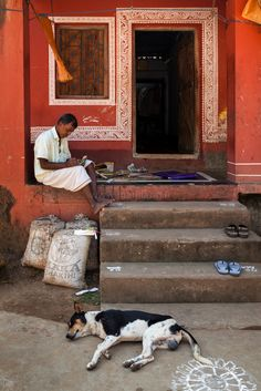 https://flic.kr/p/dp3G7Y | Home, Raghurajpur | An artist working in front of his house in Raghurajpur, Orissa, India.  Raghurajpur is a heritage crafts village in Puri district, Orissa, known for its master Pattachitra painters, an art form which dates back to 5 BC. in the region and Gotipua dance troupes, the precursor to the Indian classical dance form of Odissi; it also known as the birthplace of one of finest Odissi exponents and Guru, Kelucharan Mohapatra. Apart from that the village…