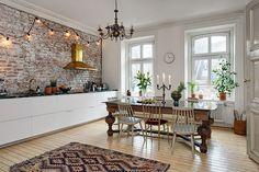 Una cocina con campana dorada | Decorar tu casa es facilisimo.com
