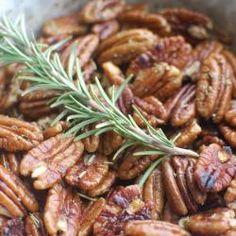 Noix de pécan au romarin pour l'apéritif