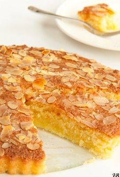 Ingrediënten:   - 180 g amandelmeel   - 60 ggerasptekokos   - ¼ tl zout   - 250 g basterdsuiker   - 4 eieren   - 1 ½ tl vanille ext...