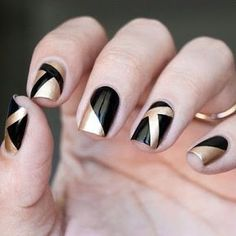 If after a while you want to get crazy, then go for black nail art designs! These interesting nails will surely keep you entertained! Black Gold Nails, Gold Nail Art, Black Nail Art, Metallic Nails, Acrylic Nails, Glitter Gel, Pink Glitter, Pink Black, Black Art