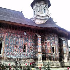 See 94 photos and 2 tips from 415 visitors to Biserica Mânăstirii Moldovița. Other Countries, Exterior Paint, Country, Building, Travel, Beautiful, Romania, Viajes, Rural Area