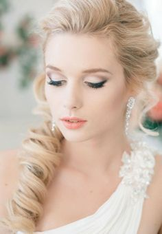 An array of 40 amazing wedding makeup ideas. Browse through our bridal makeup ideas and find your perfect wedding makeup! Romantic Wedding Makeup, Bridal Hair And Makeup, Wedding Hair And Makeup, Bridal Beauty, Wedding Beauty, Hair Makeup, Eye Makeup, Bride Makeup Blonde, Mod Wedding