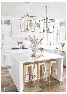 Spring Kitchen Decor, Home Decor Kitchen, Kitchen Interior, New Kitchen, Home Kitchens, Kitchen Ideas, Decorating Kitchen, White Kitchen Decor, All White Kitchen