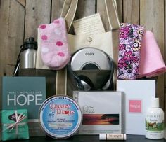 Basket Idea for Chemo Patient - pinning in case I need the ideas some day :( Hospital Gift Baskets, Hospital Gifts, Chemo Care Package, Cancer Care Package, Gifts For Cancer Patients, Breast Cancer Gifts, Chemotherapy Gifts, Gift Baskets For Women, Just In Case