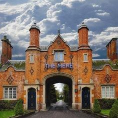 The Mere in Knutsford is on a lake and convenient to Tatton Park. This 4-star hotel is within the vicinity of Dunham Massey Hall and Gardens and Arley Hall. http://www.lowestroomrates.com/Knutsford/The-Mere.html?m=p #TheMere #Knutsford