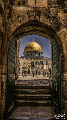 Al Aqsa Mosque Jerusalem, Palestine Palestine History, Israel Palestine, Jerusalem Israel, Beautiful Mosques, Beautiful Places, Terra Santa, Dome Of The Rock, Arabian Art, Islamic Paintings