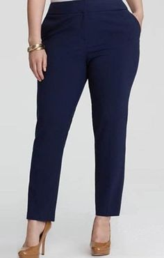 Tight pants for size we sew for the evening . Bermuda Social, Girl Fashion, Womens Fashion, Fashion Design, Fashion Trends, Mode Man, Plus Size Fashion For Women, Office Fashion, Handmade Clothes