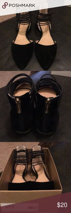 Shop Women's Jessica Simpson Black size 8 Flats & Loafers at a discounted price at Poshmark. Description: Cute, cushy and classy! Black flats with some ankle pizzaz! Jessica Simpson Flats, Loafer Flats, Loafers, Black Flats, Classy, Ankle, Flat Shoes, Best Deals, Cute