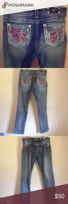 Women's miss me jeans Medium wash miss mes skinny leg , size 30 ( fits 10/12) they do have some stretch. Length is 38 from hip to ankle . These are in excellent condition , only worn over a 6 mo period maybe 8-9 times. No holes or stains. Miss Me Jeans Skinny