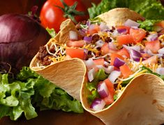 A Mecxican taco salad recipe that is fun and delicious. Ensenada Mexican Salad Recipe from Grandmothers Kitchen. Mexican Salad Recipes, Mexican Salads, Taco Salad Recipes, Mexican Dishes, Beef Recipes, Cooking Recipes, Healthy Recipes, Healthy Options, Mexican Quinoa