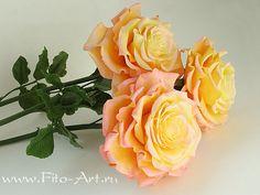 Летняя срезка))). Самая пышная - самая первая, муж сказал - на пион похожа))). Три желтых - в подарок маме, а красная - просто так! А то я не видела роз из холодного…