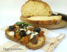 Bruschette con melanzane, olive e mozzarella