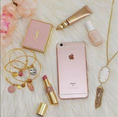 Imagem de pink, iphone, and makeup Pink Love, Pretty In Pink, Rose Gold Aesthetic, What's In My Purse, Tout Rose, Accessoires Iphone, Just Girly Things, Girly Stuff, Pink Stuff