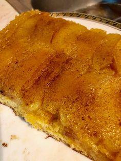 Από τις πιο ωραίες και εύκολες μηλόπιτες !!! Υλικά 4 αυγά 2με 3 μεγάλα μήλα κομμένα σε λεπτά μισοφέγγαρα 1 ποτήρι νερού αλεύρι... Greek Desserts, Greek Recipes, Cookie Recipes, Dessert Recipes, Sweets Cake, Food Decoration, Apple Cake, Appetisers, Creative Food