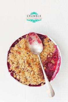 Crumble pommes framboises - recette facile - La cuisine de Nathalie Bon Dessert, Eat Dessert First, Just Desserts, Delicious Desserts, Dessert Recipes, Yummy Food, Yummy Treats, Sweet Treats, Raspberry Crumble