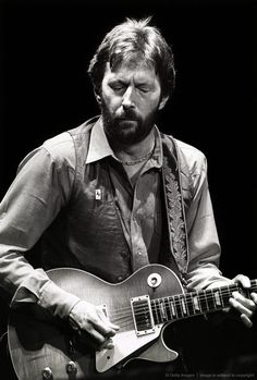 Eric Clapton with 1959 Gibson Les Paul Standard, he had switched from Fender for like 1 album and tour in the Eric Clapton, 1959 Gibson Les Paul, The Yardbirds, Les Paul Guitars, Best Guitarist, Les Paul Standard, Gibson Guitars, Fender Guitars, All About Music