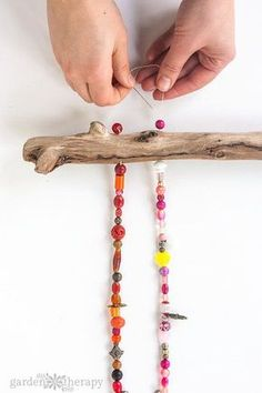 The best DIY projects & DIY ideas and tutorials: sewing, paper craft, DIY. Best Diy Crafts Ideas For Your Home How to Make a Beaded Wind Chime with Bells Step -Read Beach Crafts, Fun Crafts, Diy And Crafts, Arts And Crafts, Crafts For Kids, Paper Crafts, Bible Crafts, Carillons Diy, Art Perle