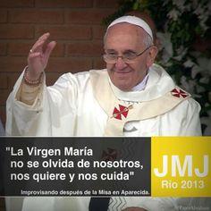 El Papa improvisó unas palabras en el exterior del Santuario de Aparecida, para agradecer su presencia a los peregrinos que celebraron la misa bajo la lluvia.