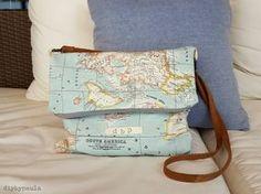 Otro bolso de tela mapamundi - HANDBOX World Map Fabric, Map Crafts, Linen Bag, Crewel Embroidery, Fabric Bags, Handmade Bags, Small Bags, Diy Clothes, Travel Bags