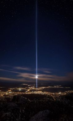 The view from Mount Wellington of Spectra: an installation, as part of the Dark MOFO festival (Hobart, Tasmania), by Ryoji Ikeda Beautiful Places To Visit, Beautiful World, Places To See, Places Around The World, Around The Worlds, Big Island, Tasmania, Australia Travel, Airplane View