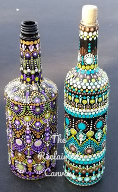 Glass Painting Designs, Pottery Painting Designs, Dot Art Painting, Mandala Painting, Wine Bottle Art, Glass Bottle Crafts, Painted Glass Bottles, Mandala Painted Rocks, Jar Art