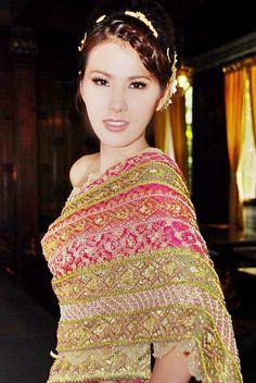 Thai wedding dressing