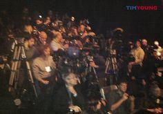 Mancano pochi minuti all'inizio della sfilata di John #Richmond! Tutti pronti! Compresi i fotografi! :) #MFW #TIMYoung