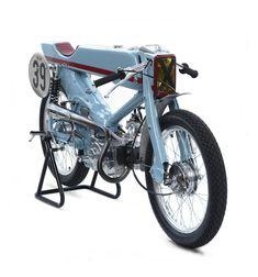 Firefly: a fire-breathing Honda Super Cub racer from Deus Japan - Bike EXIF Honda Cub, Custom Motorcycles, Custom Bikes, Honda Motorcycles, Side Car, Ex Machina, Transporter, Mini Bike, Japan