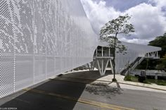 "Producto: Paneles Screen Screenpanel Revestimientos de Fachada Hunter Douglas  Programa: MUSEVI Arquitectos: ""TEN Arquitectos"""