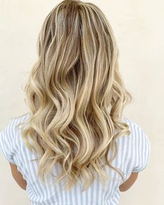 Beautiful blonde balayage via 💛 *FORMULA* 👉🏽 Bond Enforcing Premium Lightener with Vol. and high-lifting with with Vol. finished with Keratin Restore Intense Care Bonding Potion✨ Jumbo Braids, Box Braids, Balayage Rubio Natural, Light Blonde Hair, Natural Blondes, Braid In Hair Extensions, Crochet Braids, Keratin, Braided Hairstyles