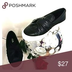 WOMENS SNEAKER SIZE 8 NWOT~MIA BLACK & WHITE ZOE BOW SLIP ON SNEAKER NEVER WORN SIZE 8 MIA Shoes Sneakers