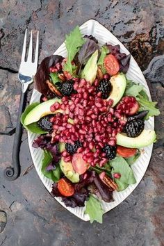The anti-disease salad that everyone should eat once a week faciles gourmet de cocina de postres faciles pasta saludables vegetarianas Salad Recipes, Vegan Recipes, Cooking Recipes, Salade Healthy, Avocado Health Benefits, Good Food, Yummy Food, Going Vegan, Food And Drink