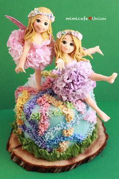 "FANTASY FLOWER ""FAIRY TWINS DELIVERING SPRINGTIME"" ONLY USED A COUPLE OF CUTTERS (DAISY CUTTER & CARNATION CUTTER), OTHERWISE EVERYTHING ELSE IS MADE FROM HAND. (NO MOLDS WERE USED). ALL MADE FROM FONDANT AND SOME GUM PASTE FOR FLWERS (NO TYLOSE WAS USED)."