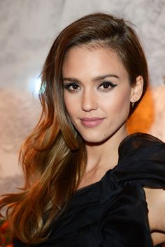 jessica alba, easy hairstyle, side part, soft waves