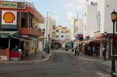 - Fuerteventura - Corralejo - Centrum - zdjęcia na FotoForum Canario, Canary Islands, The Good Place, October, Street View, Adventure, Nice, Places, Travel