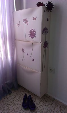 29 spruce up IKEA Trones cabinets with purple floral stickers to give them a girlish feel - DigsDigs Trones Ikea, Entryway Console, Small Entryways, Shoe Storage Cabinet, Apt Ideas, Pink Fabric, Painting Cabinets, Interior Design Living Room, Cool Stuff