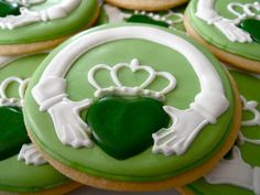 Oh Sugar Events: St Patrick's Day Cookies ~ so much work, I might just do on a cake Irish Cookies, St Patrick's Day Cookies, Fancy Cookies, Iced Cookies, Cut Out Cookies, Royal Icing Cookies, Cookies Et Biscuits, Sugar Cookies, Holiday Cookies