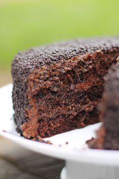 O melhor bolo de brigadeiro do mundo  -----  Brigadeiro* cake  *brigadeiro is a delicious Brazilian sweet made of chocolate