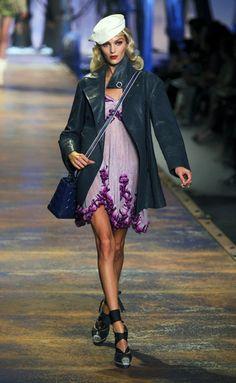 Desfile de Christian Dior. París. Resumen de las mejores pasarelas de la temporada primavera-verano con fotos. vídeos, Front Row, StreetStyle 2011. Primavera-verano.