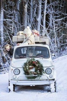 White Christmas in Fiat 500 Christmas Car, Christmas Time Is Here, Merry Little Christmas, Country Christmas, All Things Christmas, Christmas Holidays, Christmas Decorations, Christmas Games, Vintage Christmas
