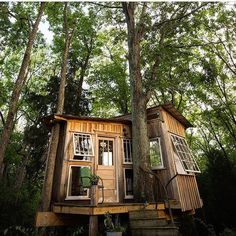 The higher you build a treehouse the more time and costs are involved. So if you on a limited budget think lower to the ground and you can still have something beautiful.  @studiokh #treehouseclub