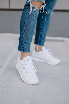 how to style reebok classics, white sneakers - My Style Vita White Sneakers Outfit, White Reebok, Classic Sneakers, Sneakers Fashion, Dad Sneakers, Burgundy Outfit, Classic Outfits, My Style, Shoes