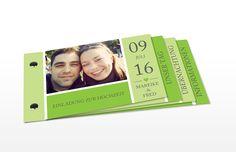 """So romantisch wie der Name: die Hochzeitseinladung """"Herzenszeit"""" in frischem Grün."""
