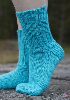 LANKAHELVETTI Knitting Socks, Hand Knitting, Knitting Patterns, Knit Socks, Sexy Socks, Boot Cuffs, Wearing Black, Black Leggings, Mittens