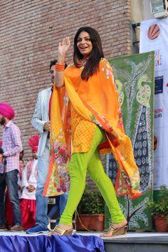 Neeru Bajwa Punjabi Actress, Bollywood Actress Hot, Beautiful Girl Photo, Beautiful Girl Indian, Girls In Leggings, Tight Leggings, Priyanka Chopra Hot, Punjabi Girls, Sexy Sandals